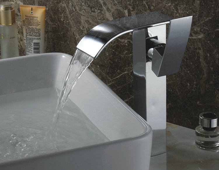 finition chromée chute deau contemporaine lavabo robinet hauteur